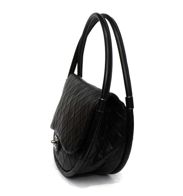 Chanel Black Leather Hula Hoop Shoulder Bag In Excellent Condition For Sale In Torre Del Greco, IT