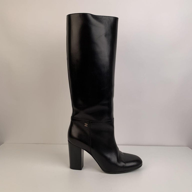 Chanel Black Leather Knee High CC Logo Heeled Boots Size 39.5 In Excellent Condition In Rome, Rome