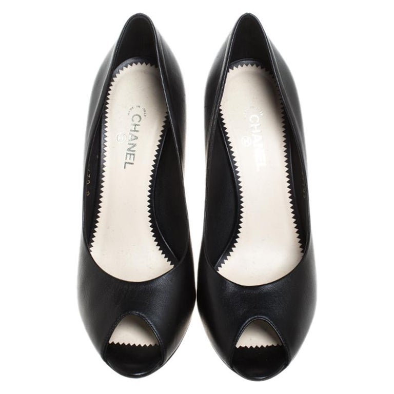 Chanel Black Leather Peep Toe CC Heel Pumps Size 38 In Good Condition For Sale In Dubai, Al Qouz 2