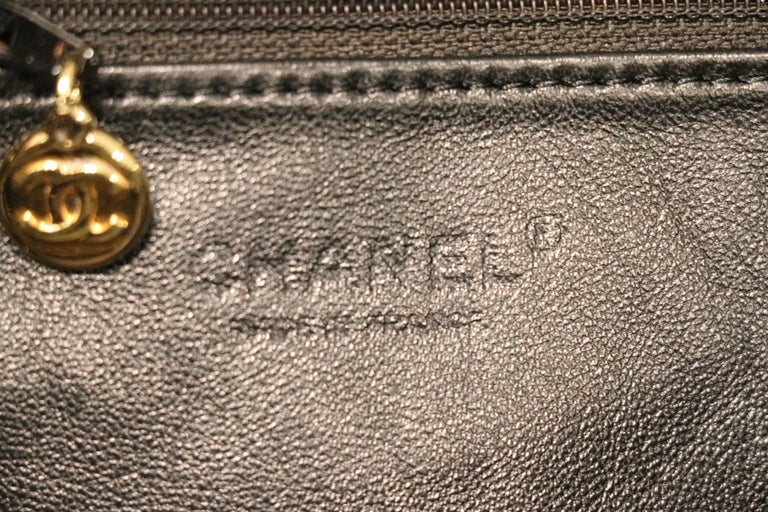 Chanel Black Leather Tortoise Chain Vintage Tote For Sale 2