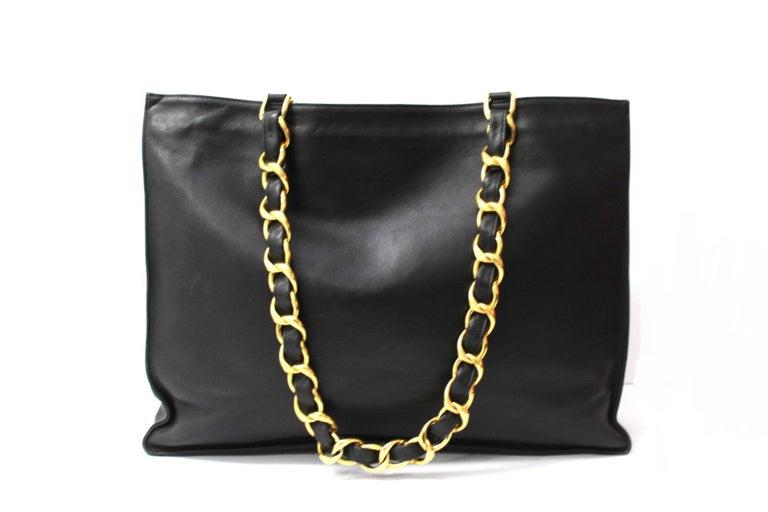 Chanel Black Leather Vintage Shoulder Bag In Good Condition For Sale In Torre Del Greco, IT