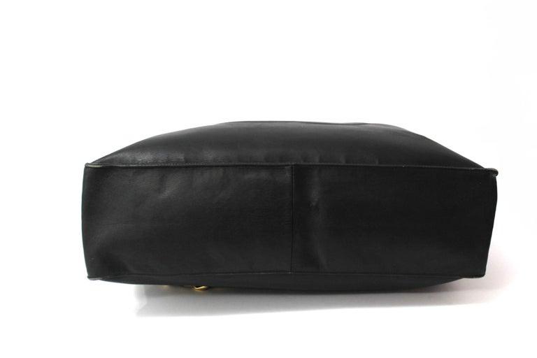 Women's Chanel Black Leather Vintage Shoulder Bag For Sale