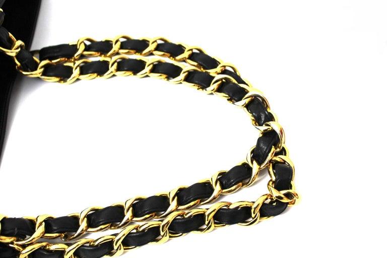 Chanel Black Leather Vintage Shoulder Bag For Sale 3