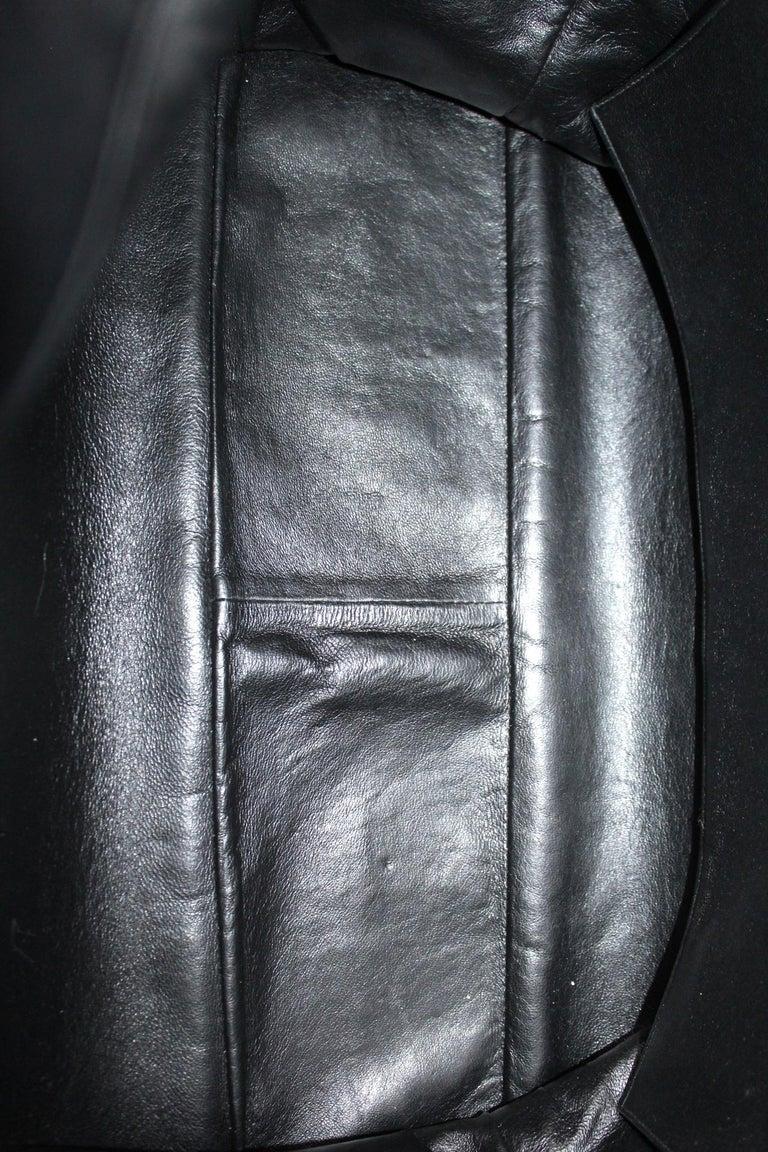 Chanel Black Leather Vintage Shoulder Bag For Sale 4