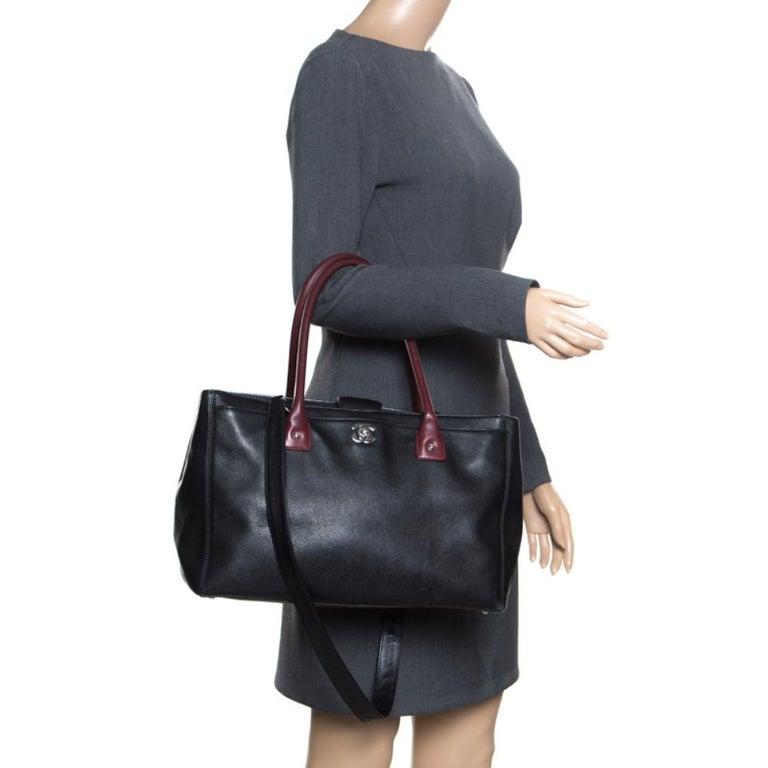 Chanel Black/Maroon Leather Top Handle Bag In Good Condition For Sale In Dubai, Al Qouz 2
