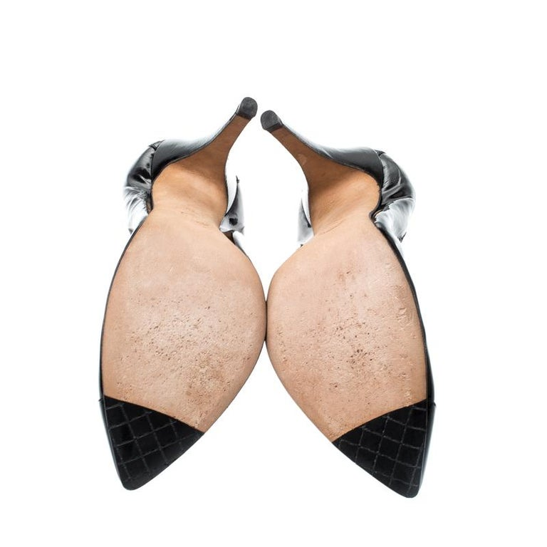 Women's Chanel Black Patent Leather Pointed Toe Pumps 39 For Sale