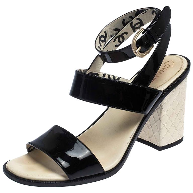 Chanel Black Patent Leather Quilted CC Ankle Strap Sandals Size 39 For Sale