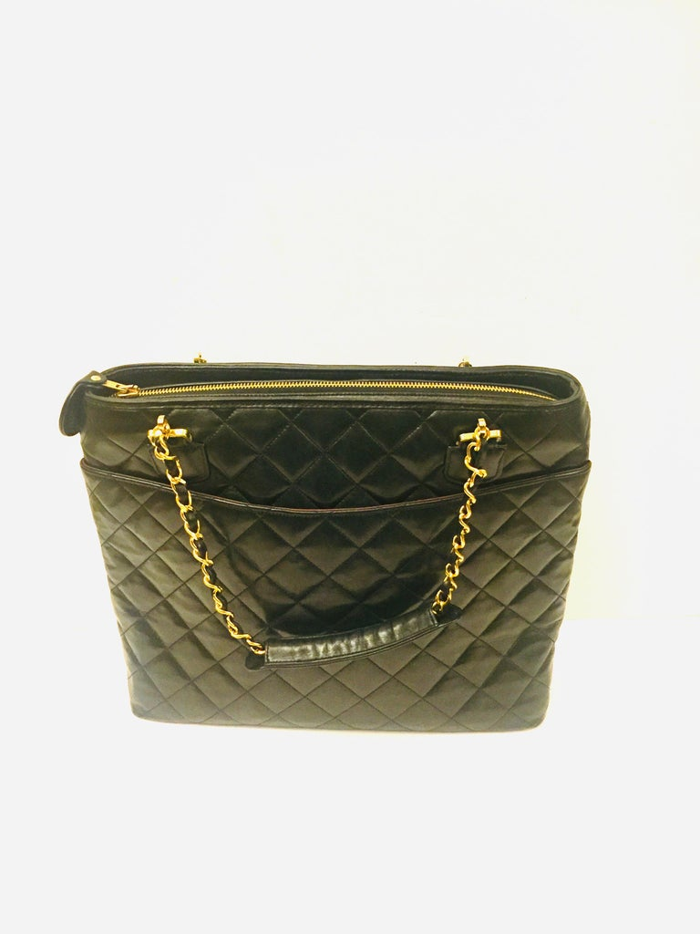 Chanel black quilted lambskin leather tote bag  In Excellent Condition In Sheung Wan, HK