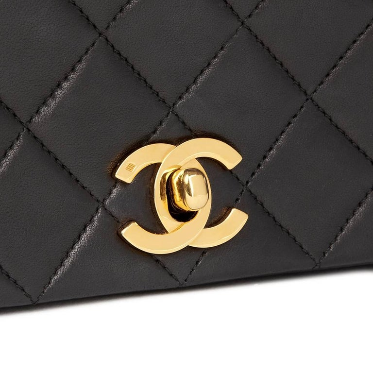 Chanel Black Quilted Lambskin Vintage Small Classic Single Full Flap Bag For Sale 1