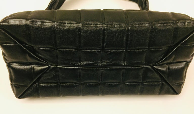 Chanel black quilted leather chocolate bar handle bag In Excellent Condition For Sale In Sheung Wan, HK
