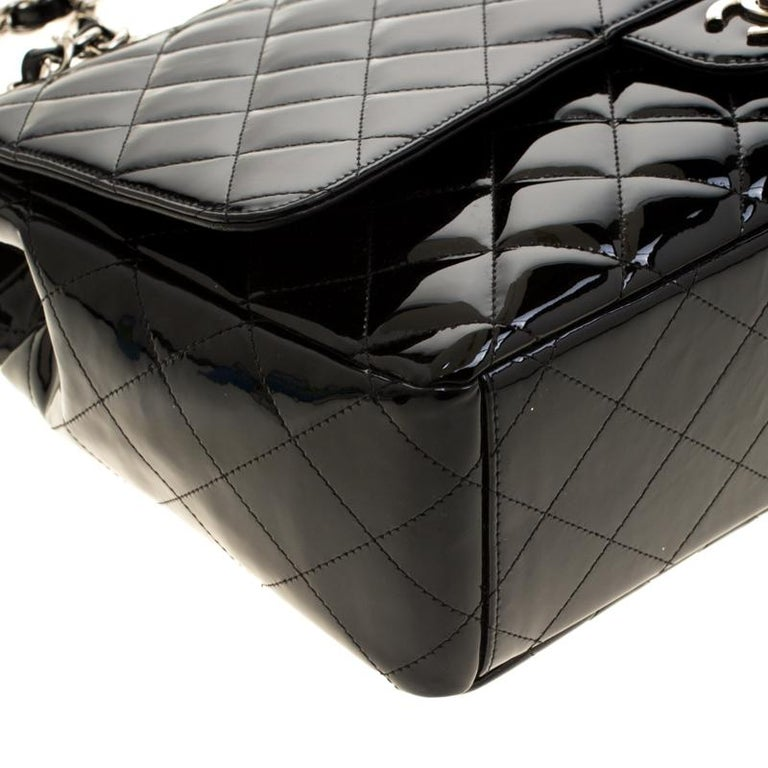 Chanel Black Quilted Patent Leather Maxi Classic Single Flap Bag For Sale 7