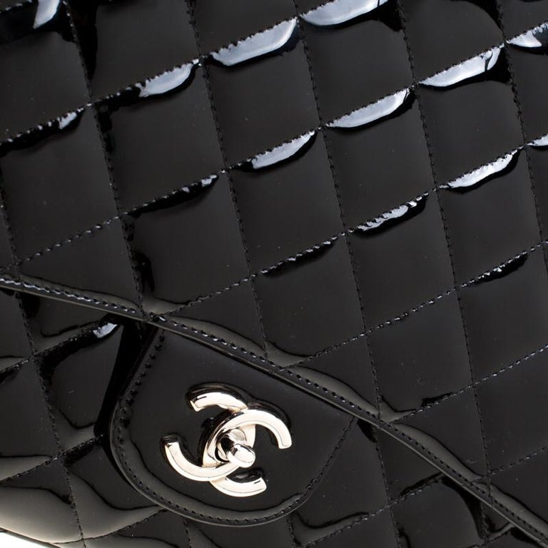 Chanel Black Quilted Patent Leather Maxi Classic Single Flap Bag For Sale 5