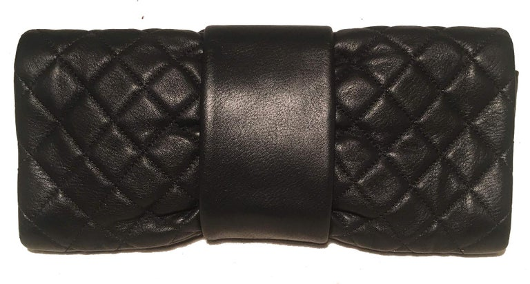 Chanel Black Quilted Sheepskin Leather 2.55 Reissue Mademoiselle Clutch in excellent condition. Black diamond quilted soft sheepskin leather exterior trimmed with a front twist mademoiselle style closure in antiqued bronze. Black silk interior with