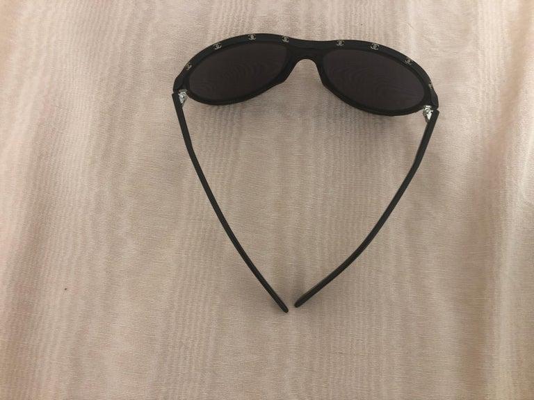 Women's Chanel Black Round Sunglasses w/CC Raised Logo 5117 C.501/87. Case and Dust Bag For Sale