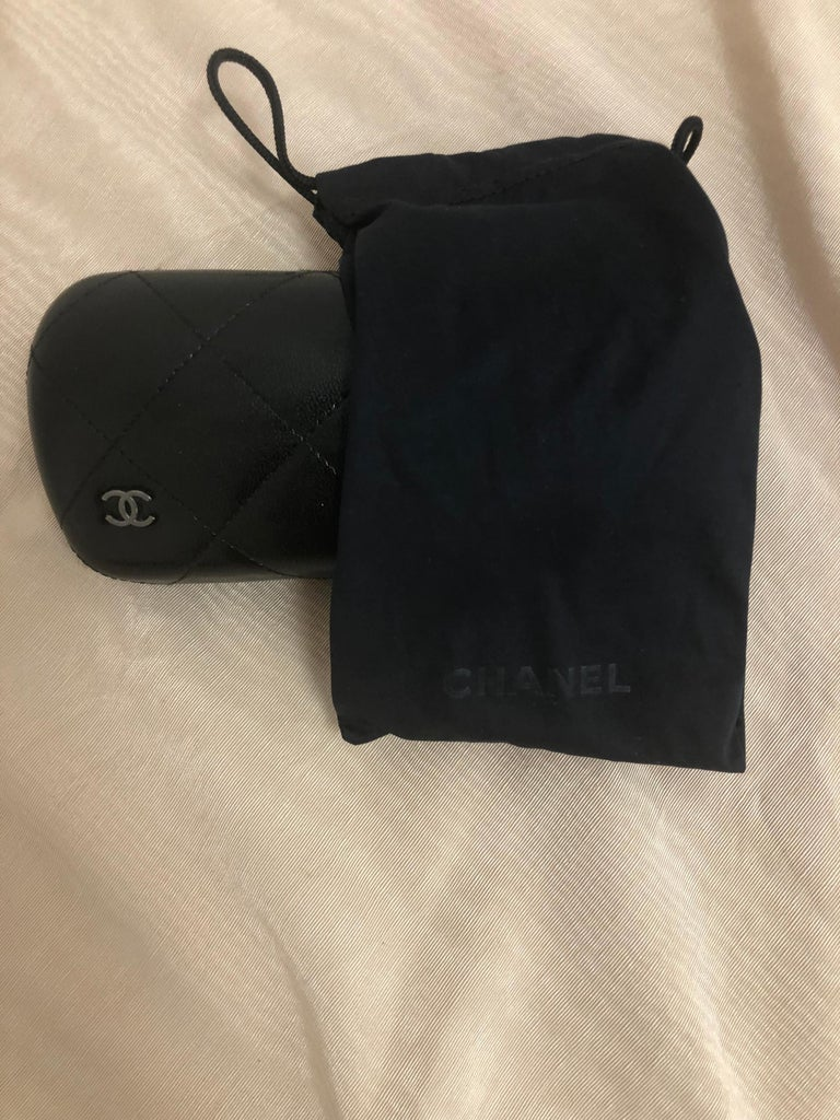 Chanel Black Round Sunglasses w/CC Raised Logo 5117 C.501/87. Case and Dust Bag For Sale 3