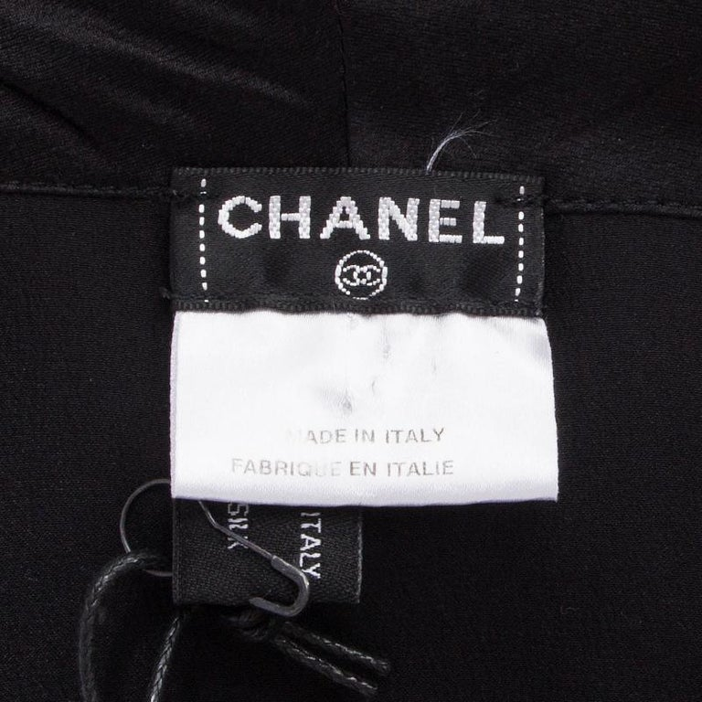CHANEL black silk SHAWL COLLAR Sleeveless Blouse Shirt 38 S In Excellent Condition For Sale In Zürich, CH