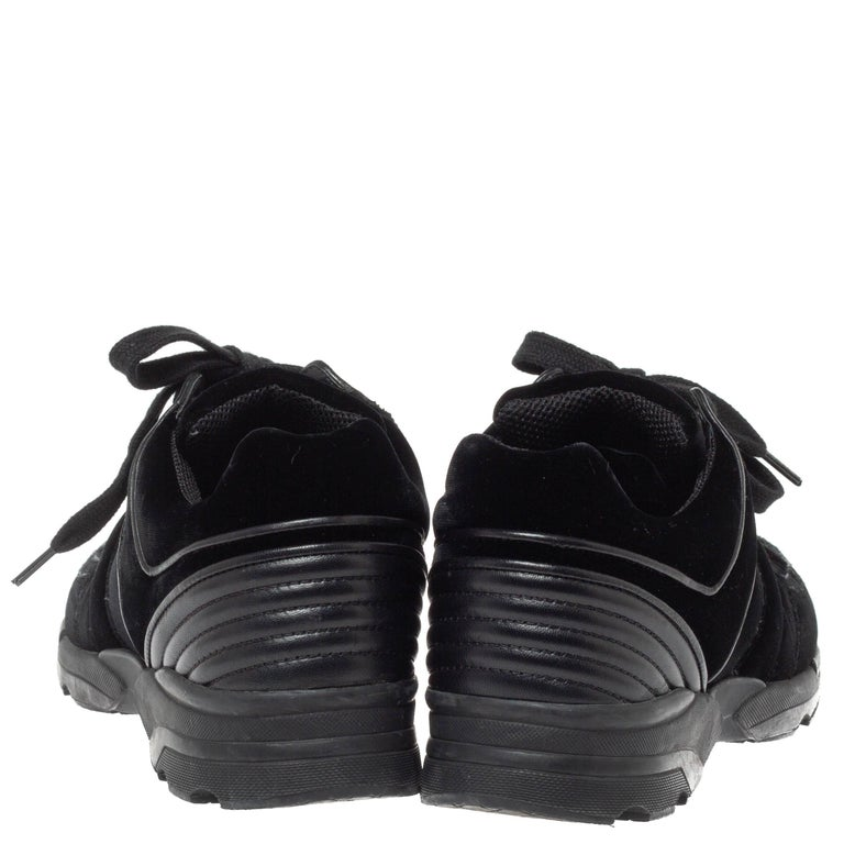 Chanel Black Velvet CC Logo Lace Up Sneakers Size 39 In Good Condition For Sale In Dubai, Al Qouz 2