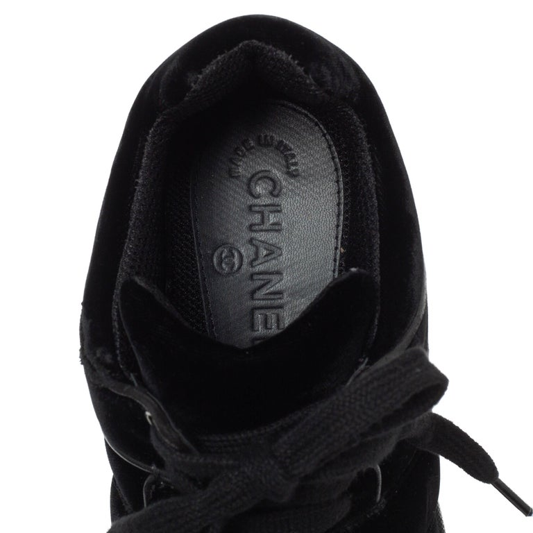Chanel Black Velvet CC Logo Lace Up Sneakers Size 39 For Sale 2