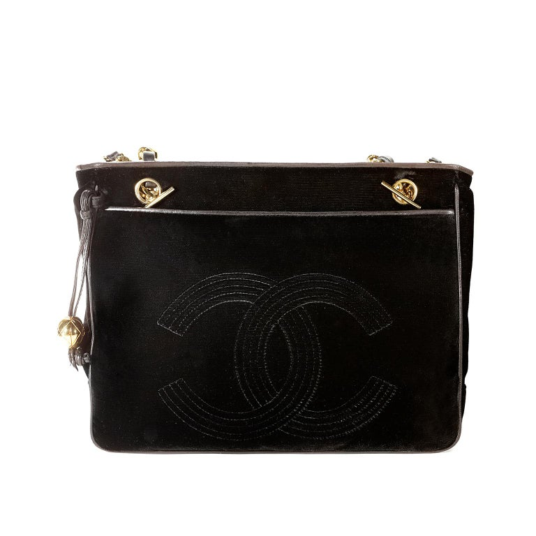 Chanel Black Velvet CC Vintage Tote In Excellent Condition For Sale In Palm Beach, FL