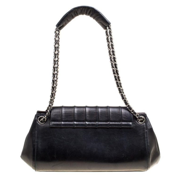 An impeccable pick of the season is this flap bag with remarkable features. It is from Chanel, and it comes in leather with a vertical quilted flap, spacious interior and a CC on the front lock. The bag is complete with two chain-leather