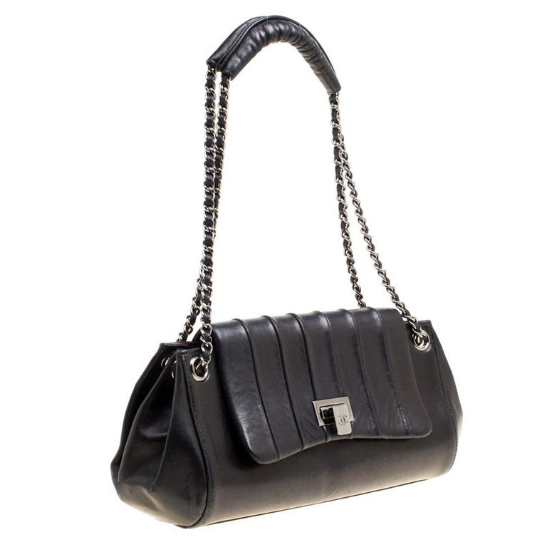Women's Chanel Black Vertical Quilted Leather Accordion Flap Bag For Sale