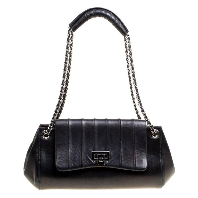 Chanel Black Vertical Quilted Leather Accordion Flap Bag For Sale