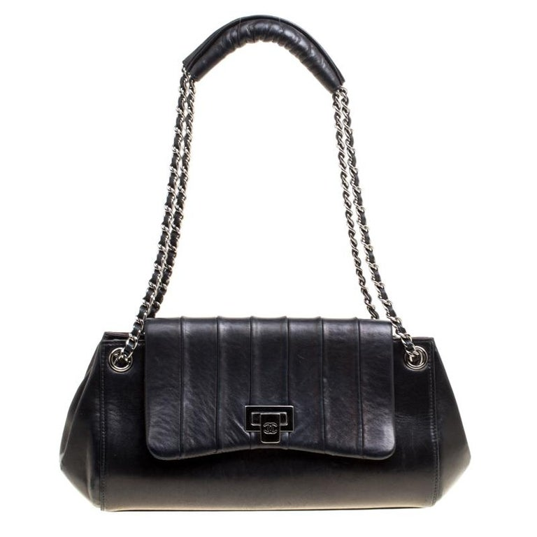19c01bc1ea9e Chanel Black Vertical Quilted Leather Accordion Flap Bag For Sale at ...