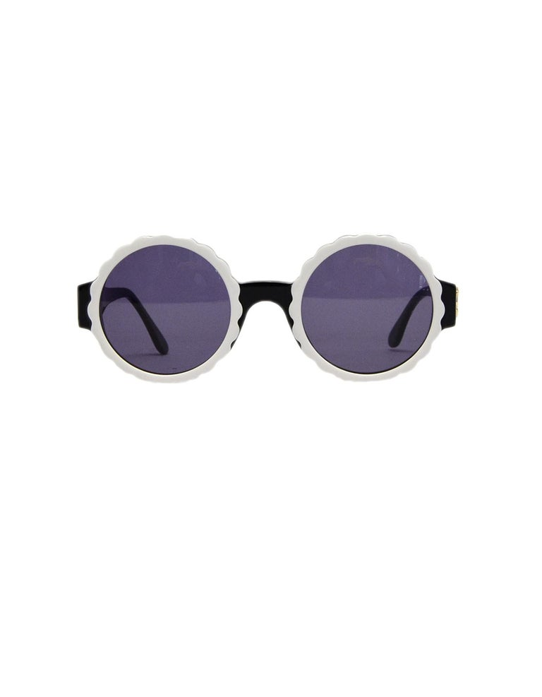 Chanel Black/White Acetate Scalloped Round Sunglasses In Good Condition For Sale In New York, NY
