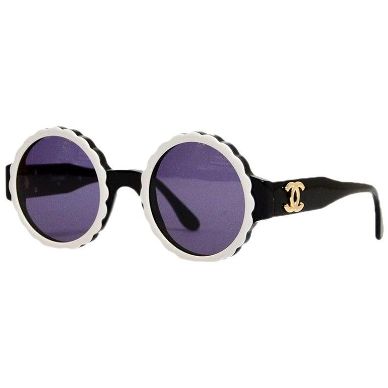 Chanel Black/White Acetate Scalloped Round Sunglasses For Sale