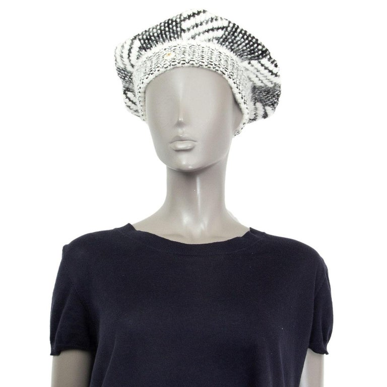 CHANEL black & white cashmere blend KNIT BERET Hat M For Sale 1