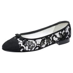 Chanel Black/White Lace And Grosgrain Cap Toe CC Bow Ballet Flats Size 39
