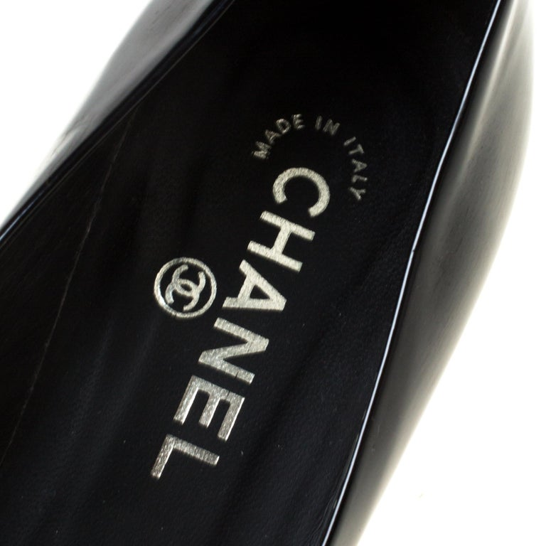 Chanel Black/White Leather Camellia Cap Toe Pumps Size 38 For Sale 1