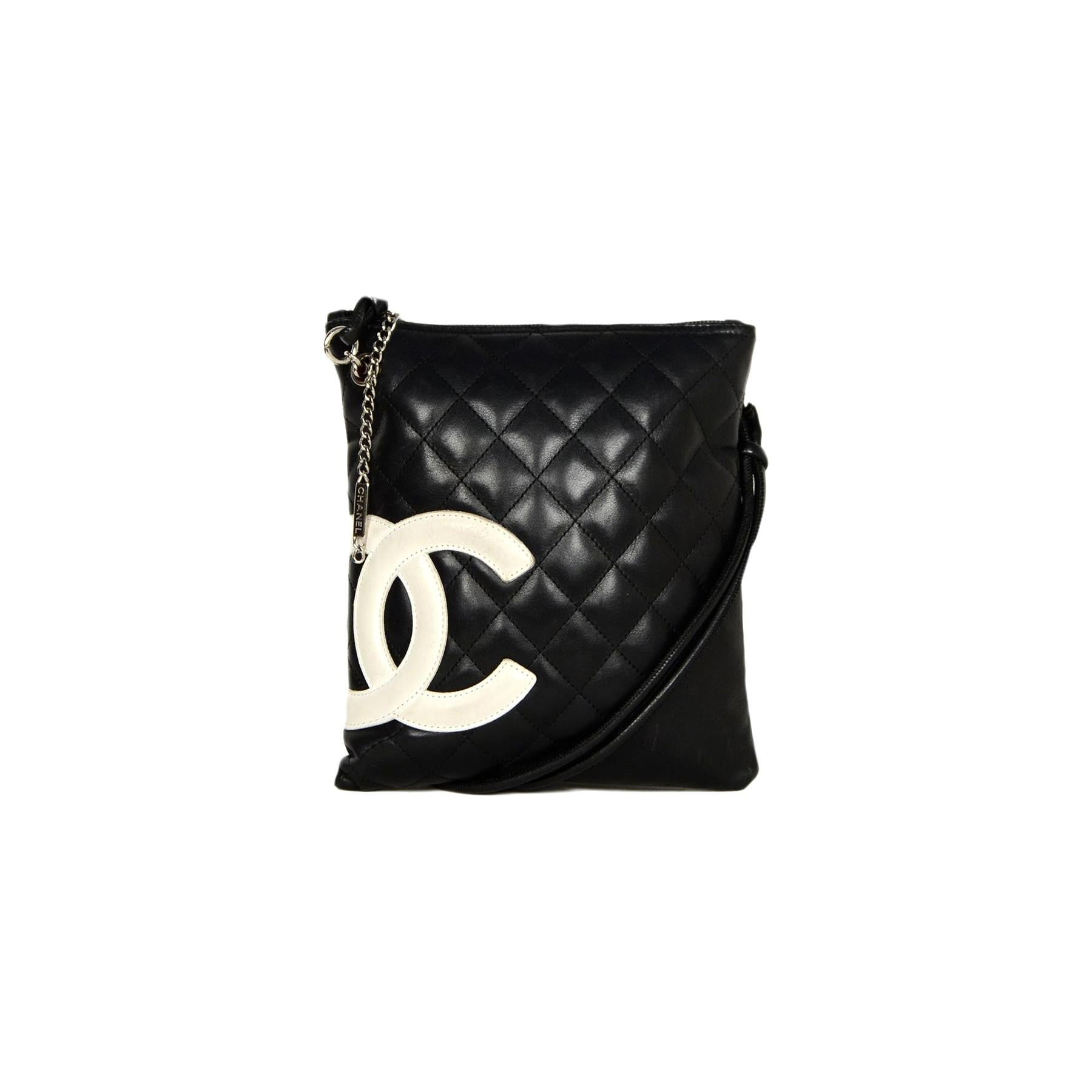 fb32656fec01bb Black Crossbody Bags and Messenger Bags - 1,308 For Sale at 1stdibs - Page 5