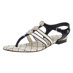 Chanel Black/White Patent Leather And Leather CC Thong Flat Sandals Size 37.5