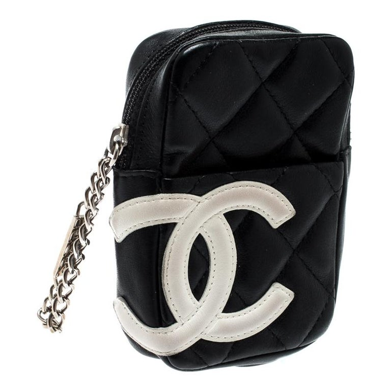Chanel Black/White Quilted Leather Cambon Ligne Phone Case In Good Condition For Sale In Dubai, Al Qouz 2