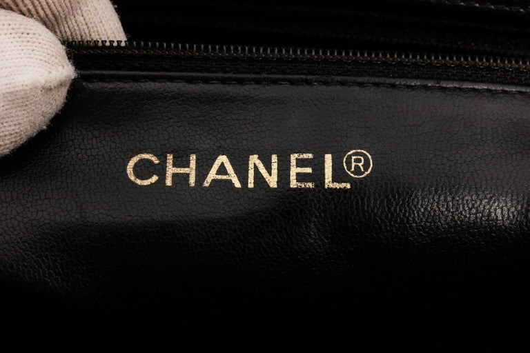 Chanel Black White Two-Tone Leather Vintage Timeless CC Charm Shoulder Bag In Good Condition For Sale In Irvine, CA