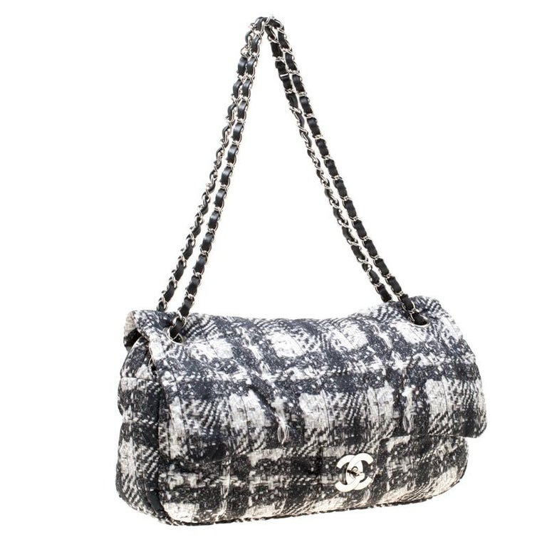 Chanel Black/White Vertical Quilted Tweed Print Soft Shell Flap Bag For Sale 6