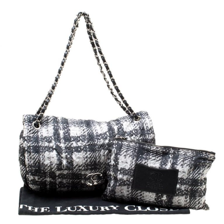 Chanel Black/White Vertical Quilted Tweed Print Soft Shell Flap Bag For Sale 8