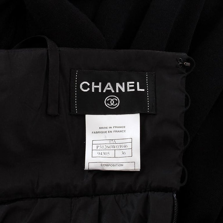 CHANEL black wool PLEATED Sleeveless Cocktail Dress 36 In Excellent Condition For Sale In Zürich, CH