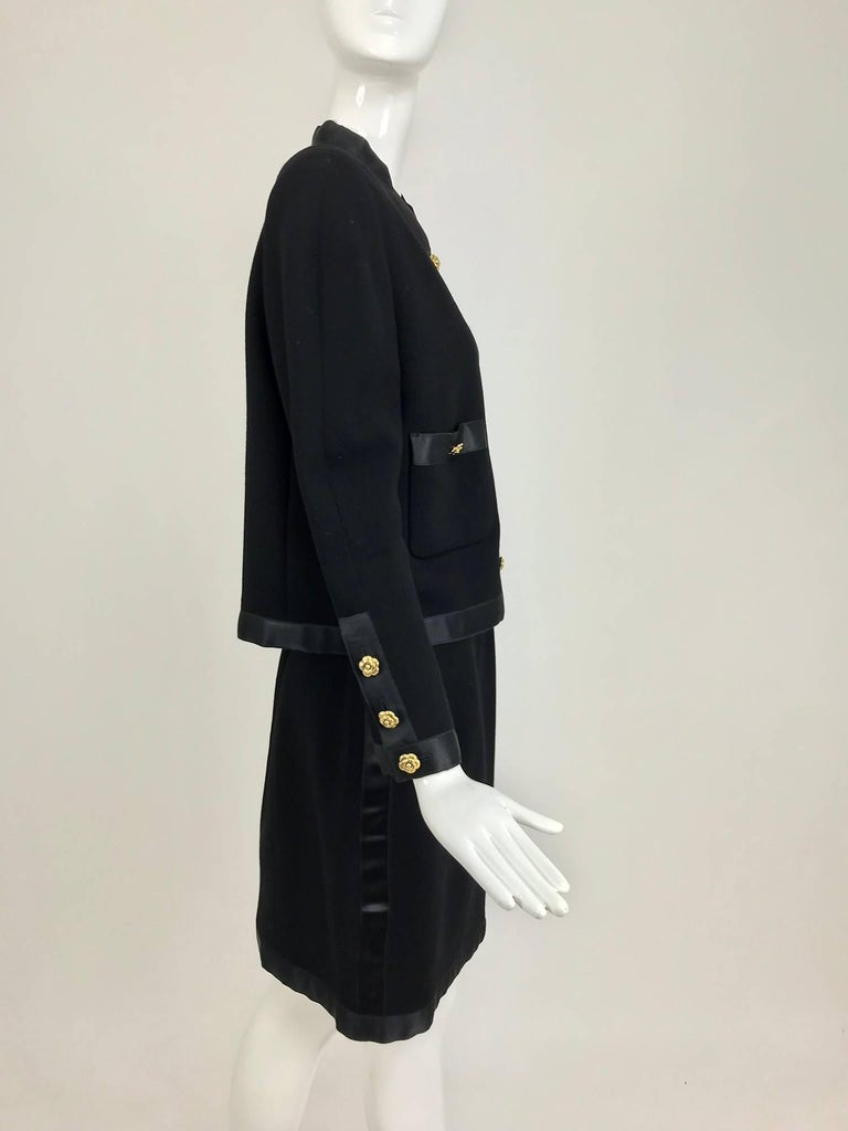 Chanel black wool satin trimmed skirt suit 1990s In Excellent Condition For Sale In West Palm Beach, FL