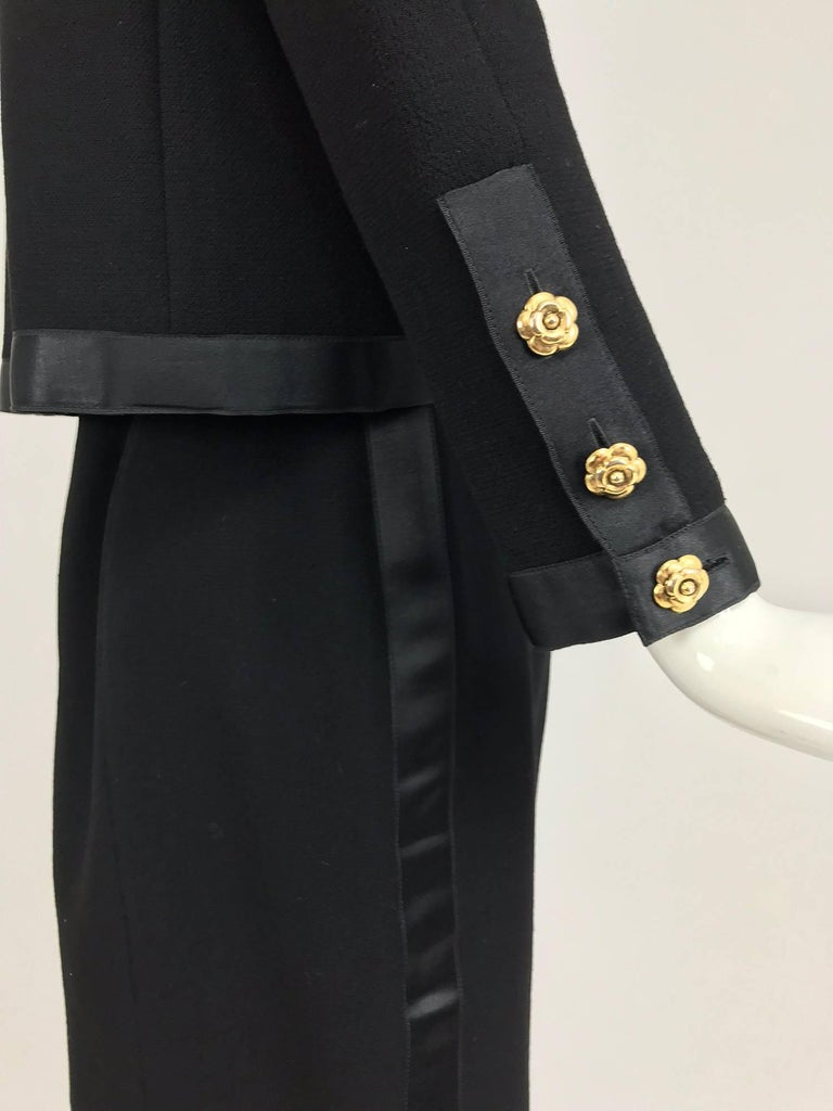 Women's Chanel black wool satin trimmed skirt suit 1990s For Sale