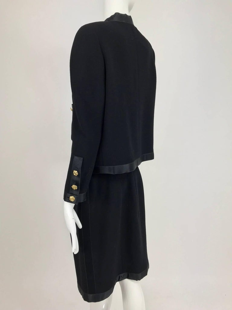 Chanel black wool satin trimmed skirt suit 1990s For Sale 2
