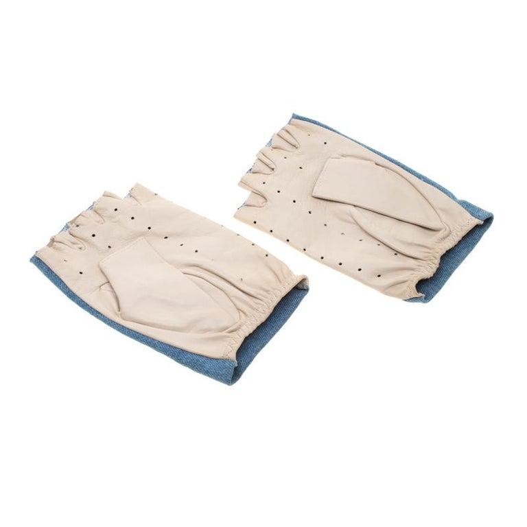 Chanel Blue/Beige Denim and Leather CC Camellia Fingerless Gloves In New Condition In Dubai, Al Qouz 2