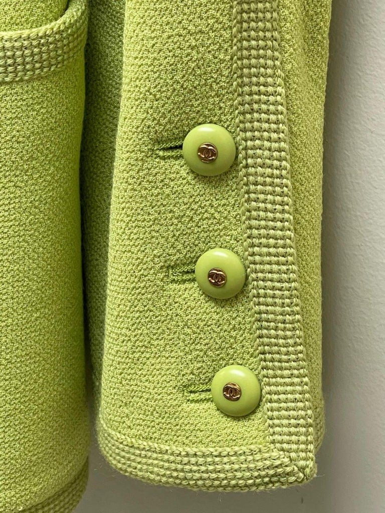 CHANEL BOUTIQUE Chartreuse Green Suit Signature Chanel For Sale 6