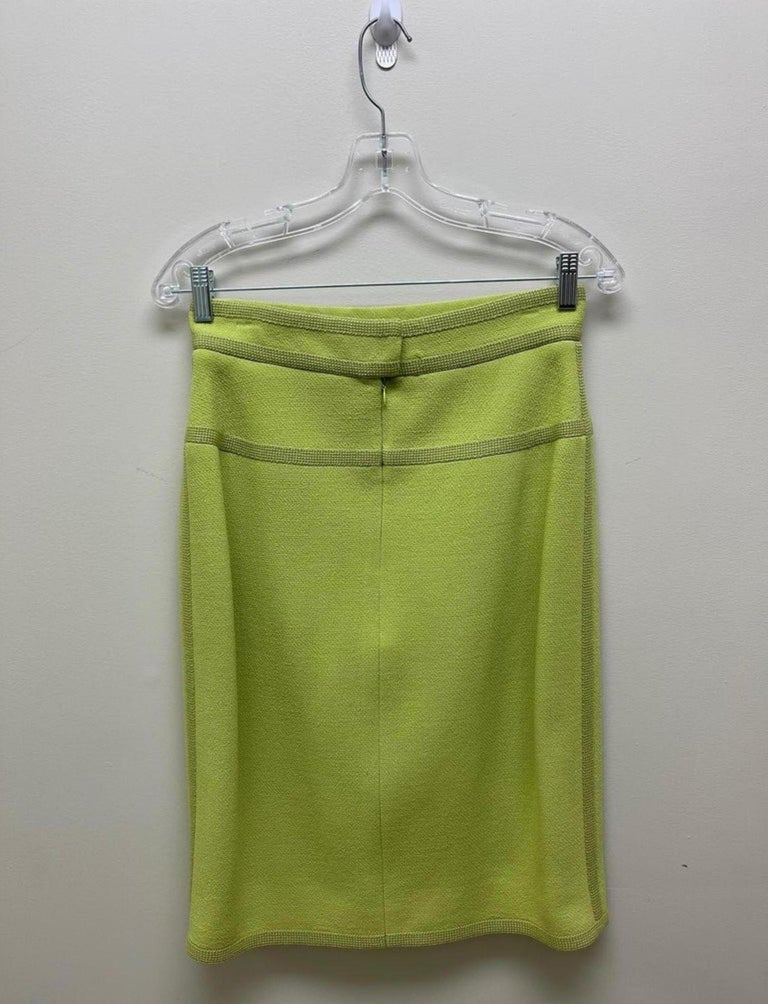 CHANEL BOUTIQUE Chartreuse Green Suit Signature Chanel For Sale 12