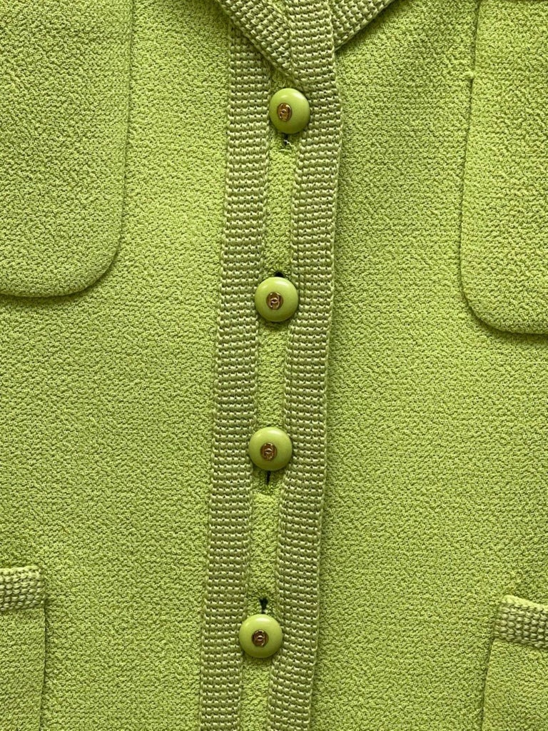 CHANEL BOUTIQUE Chartreuse Green Suit Signature Chanel For Sale 5