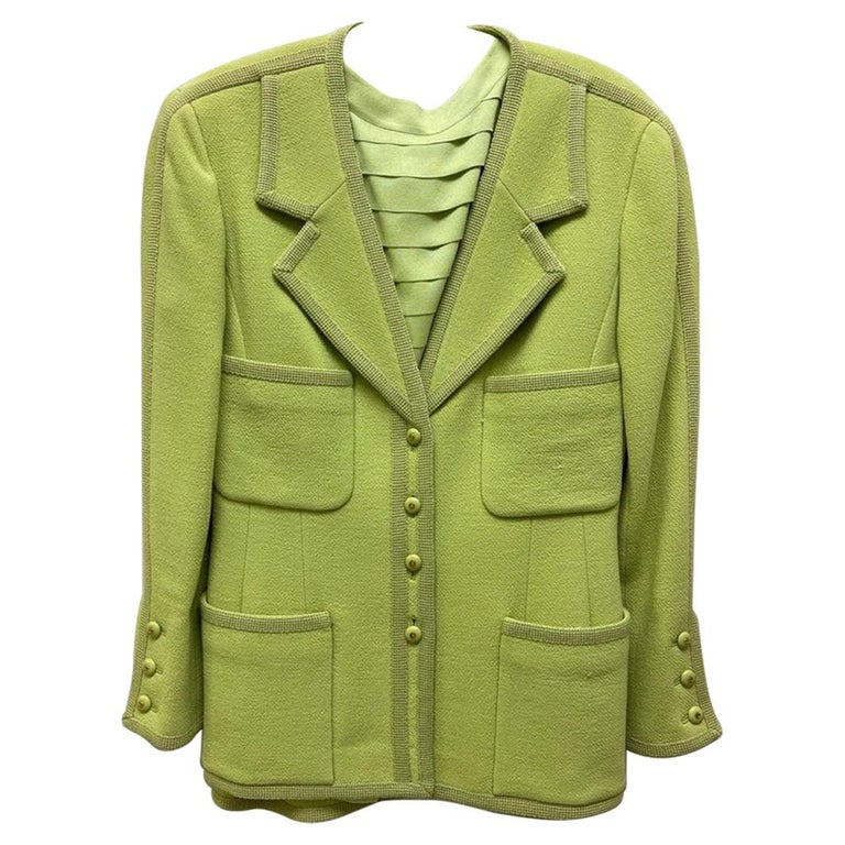 CHANEL BOUTIQUE Chartreuse Green Suit Signature Chanel For Sale