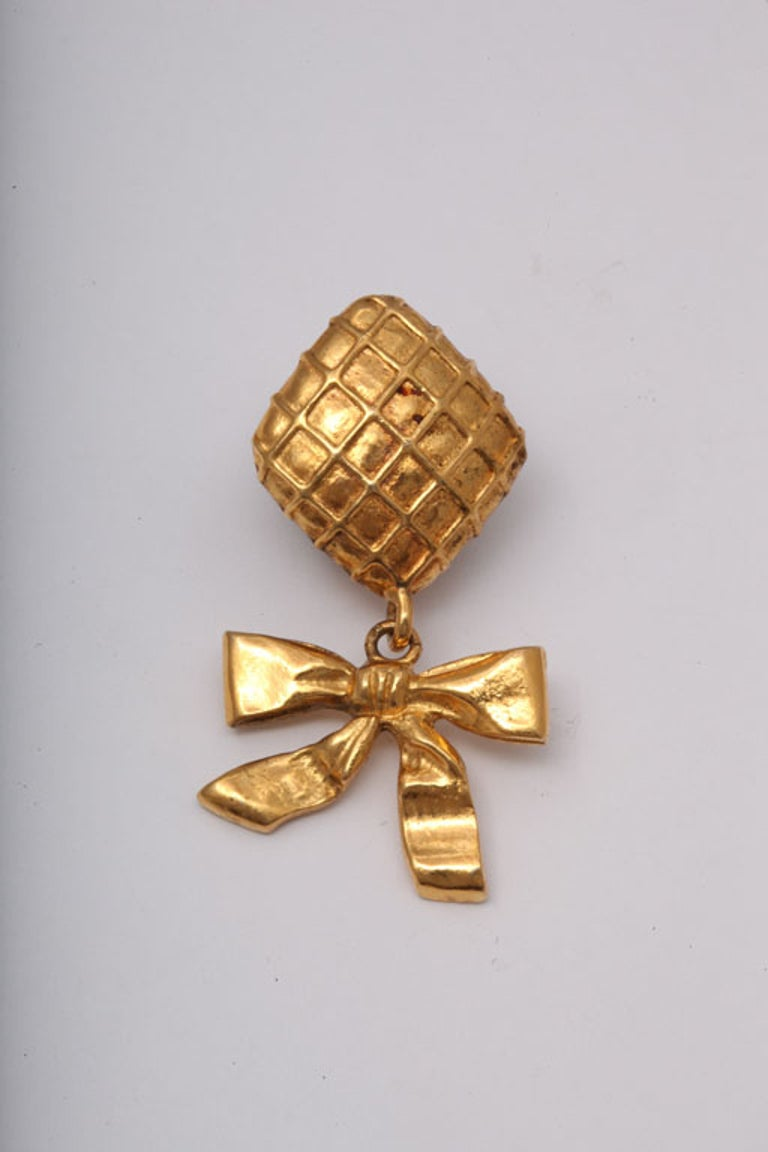 Chanel Bow Dangling Earrings In Excellent Condition For Sale In Chicago, IL