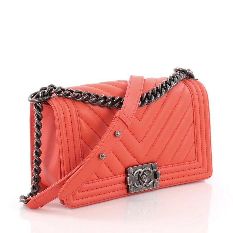 d7f234eba706 Chanel Boy Flap Bag Chevron Calfskin Old Medium For Sale at 1stdibs