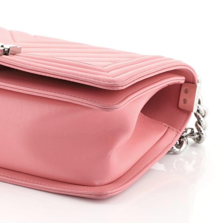 Chanel Boy Flap Bag Chevron Calfskin Old Medium For Sale 3
